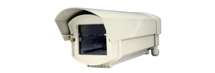 防水仕様ではない防犯カメラを、防水・防塵効果のあるカメラハウジングに入れる