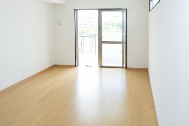 新居での新生活でトラブルを避けよう!~玄関ドアと窓の防犯~