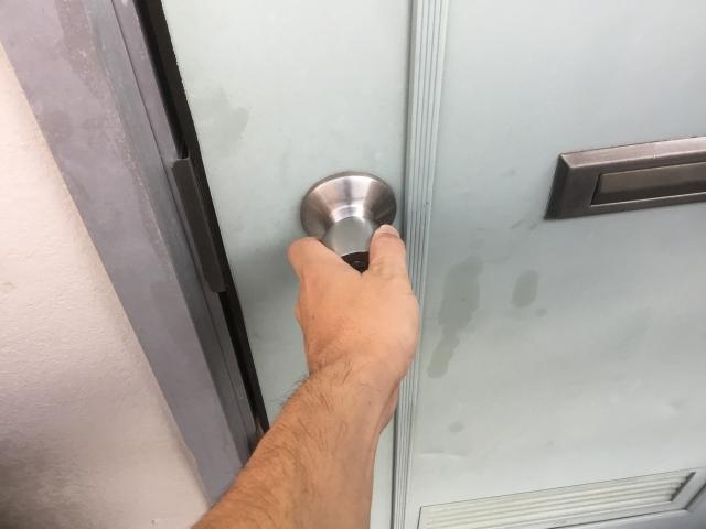 最新の玄関ドアはワンドアスリーロック。賃貸物件のアパートはいまだにワンドアワンロックの物件が多い